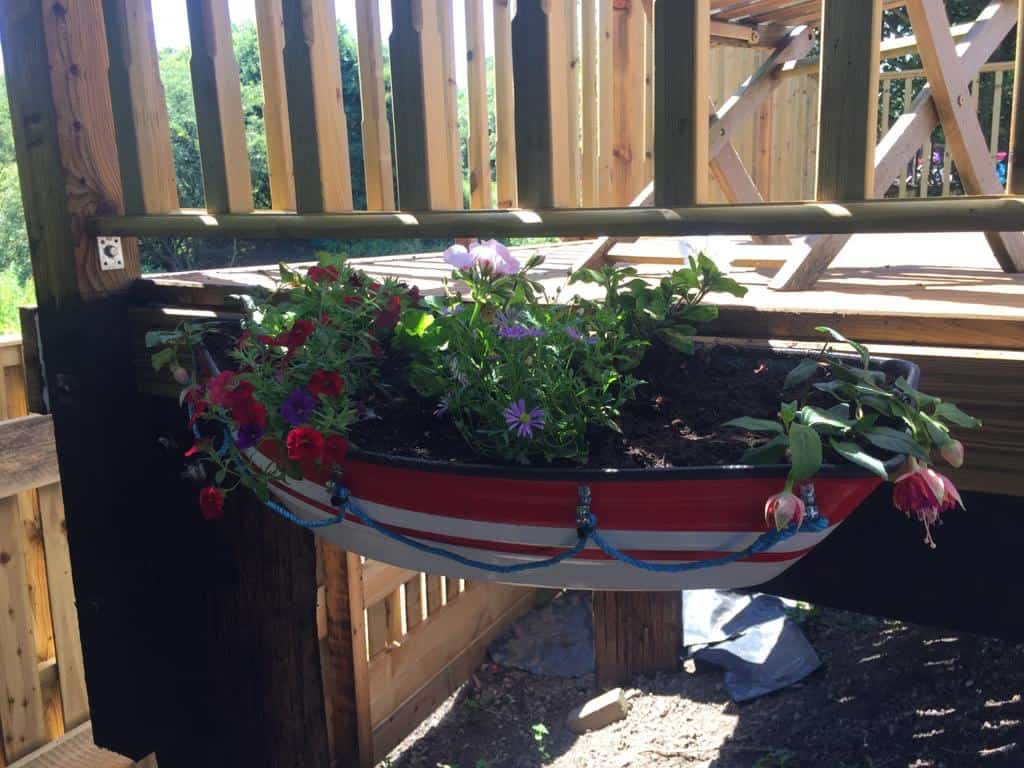Fully planted Red band boat planter